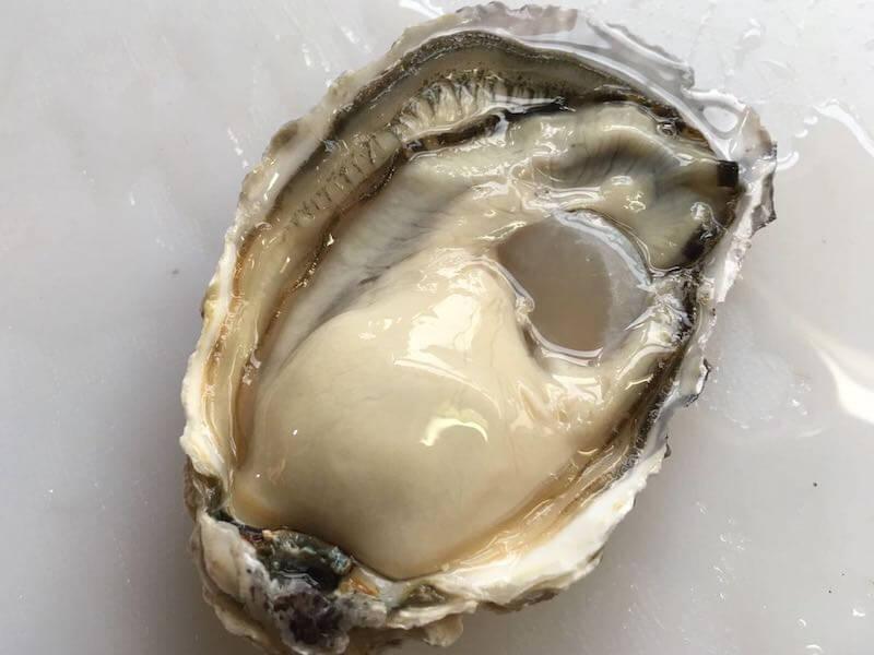 八面六臂で仕入れた牡蠣